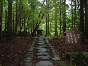 滝尾古道|影向石(ようごうせき)