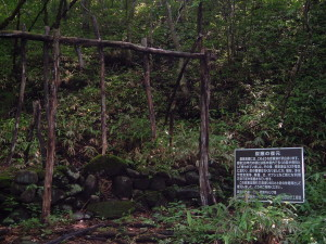 霧降隠れ三滝|炭窯の復元