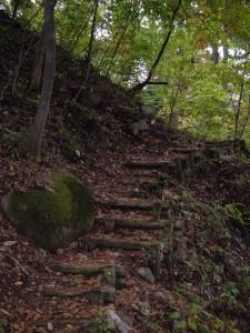 蛇王滝の歩道